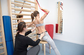 Übungen mit Skoliose-Patientin Skoliose Therapie Zentrum, Unna